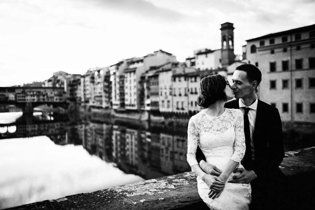 romantica sessione di ritratti di coppia nel centro di Firenze