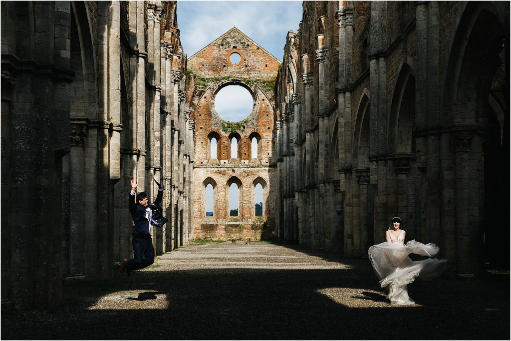 Wedding photography at San Galgano Abbey 55