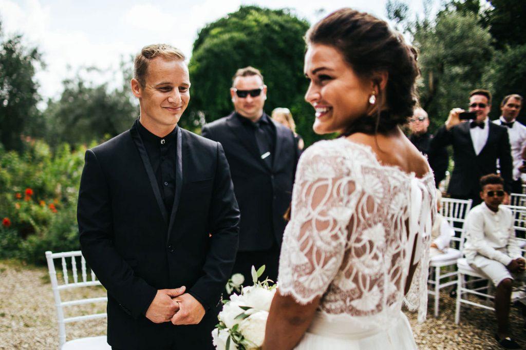 arrivo della sposa col padre foto matrimonio all'aperto firenze