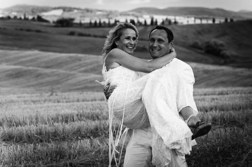 trash the dress photography tuscany pienza 13