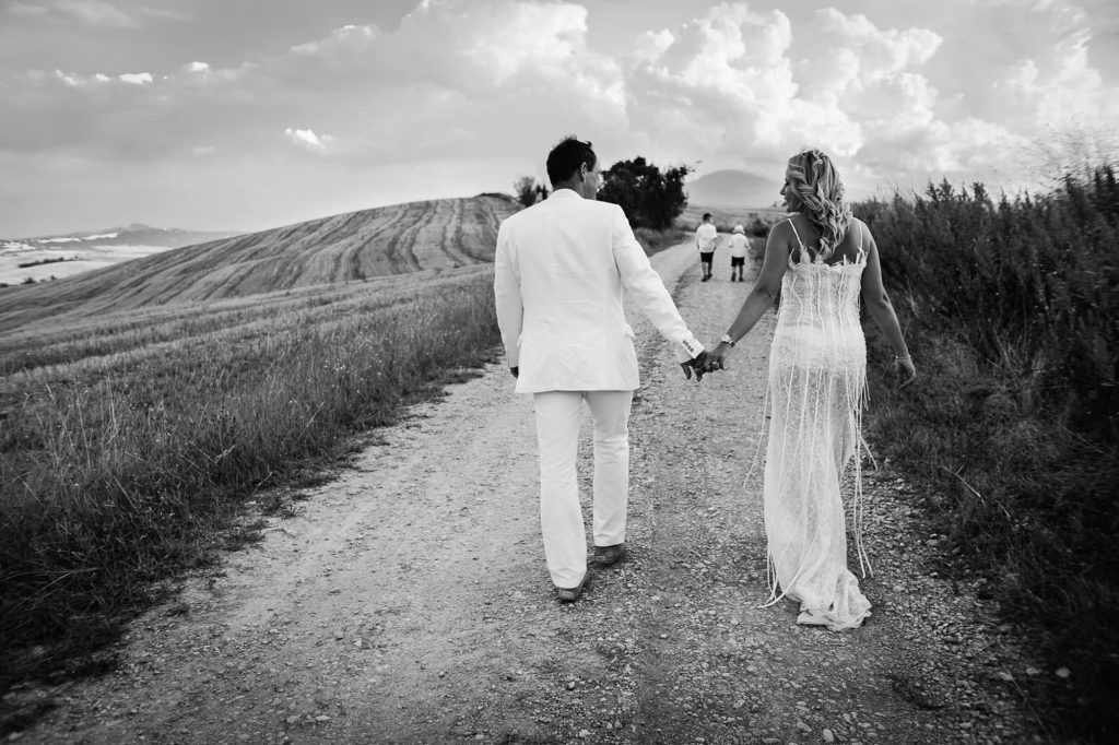 trash the dress photography tuscany pienza 14
