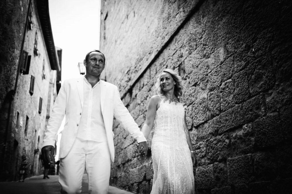 trash the dress photography tuscany pienza 5