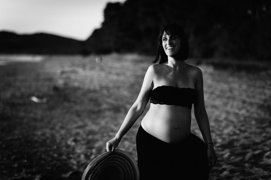 Servizio fotografico di gravidanza al mare in toscana
