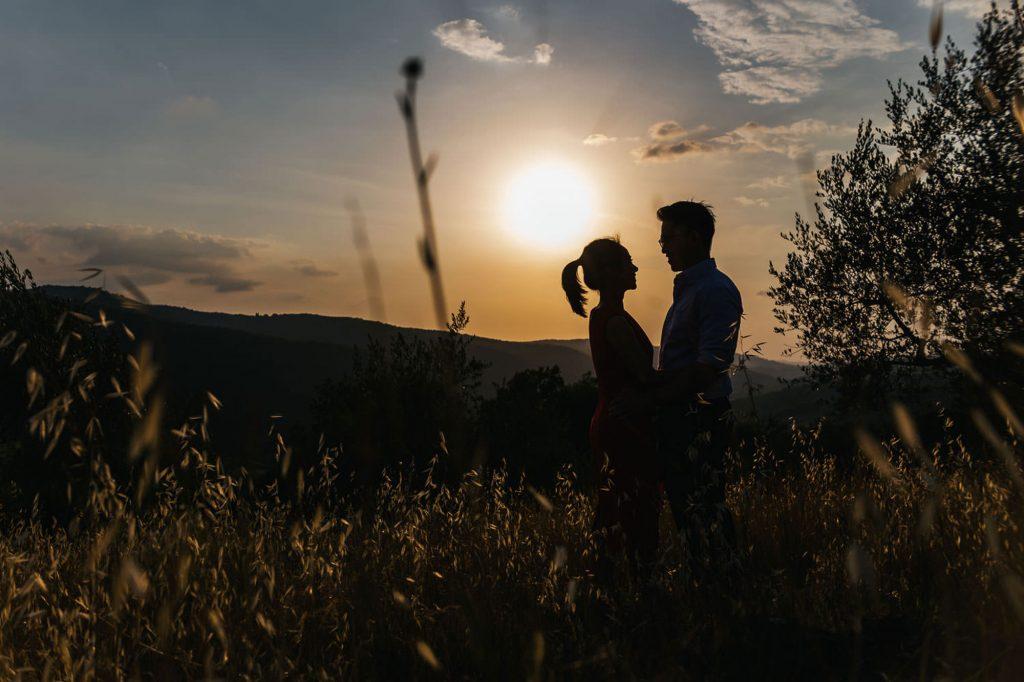 Tuscany Engagement Photographer: a romantic couple photo shoot