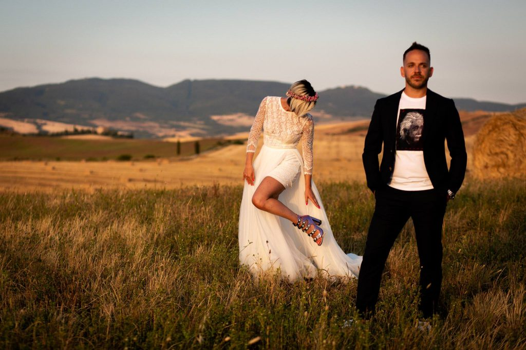 Intimate Wedding in Val d'Orcia at Locanda in Tuscany - Laura Barbera