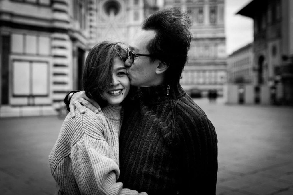 Fotografie di coppia in inverno a firenze