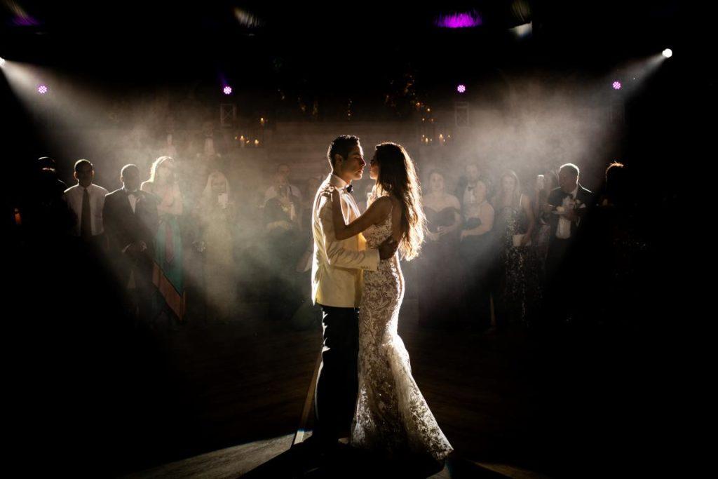 light for beautiful wedding photos