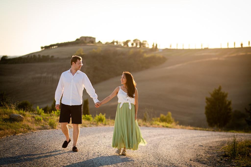 Foto di gravidanza nella campagna toscana