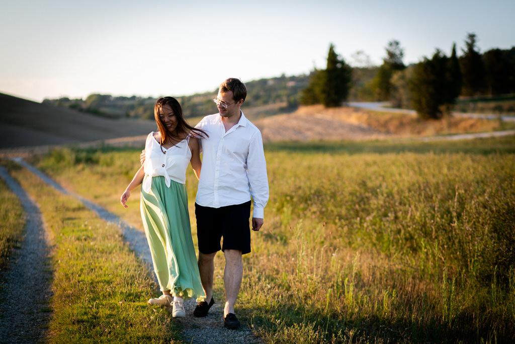 Foto di gravidanza nella campagna toscana 16