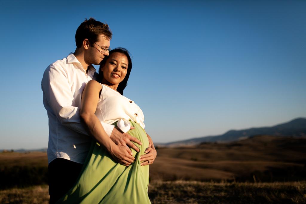 Foto di gravidanza nella campagna toscana 7