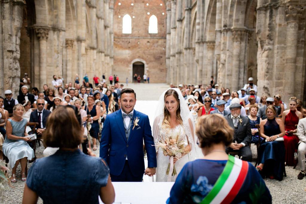 wedding photos at san galgano abbey