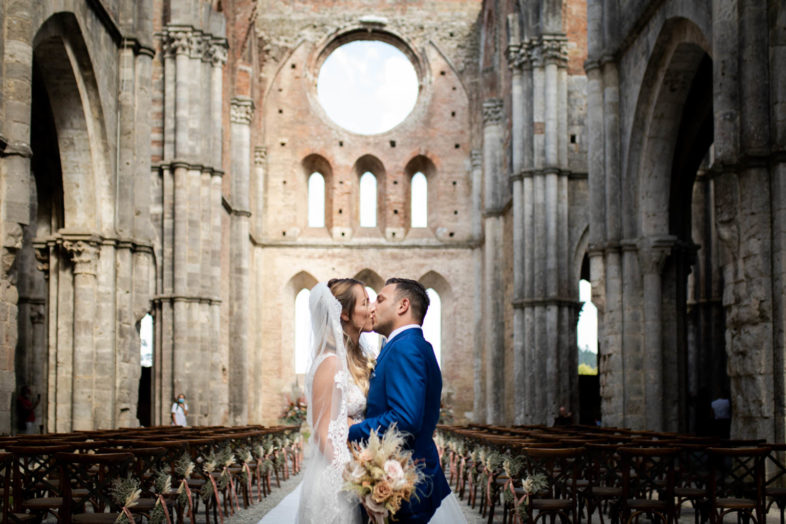 wedding at san galgano abbey and villa podernovo